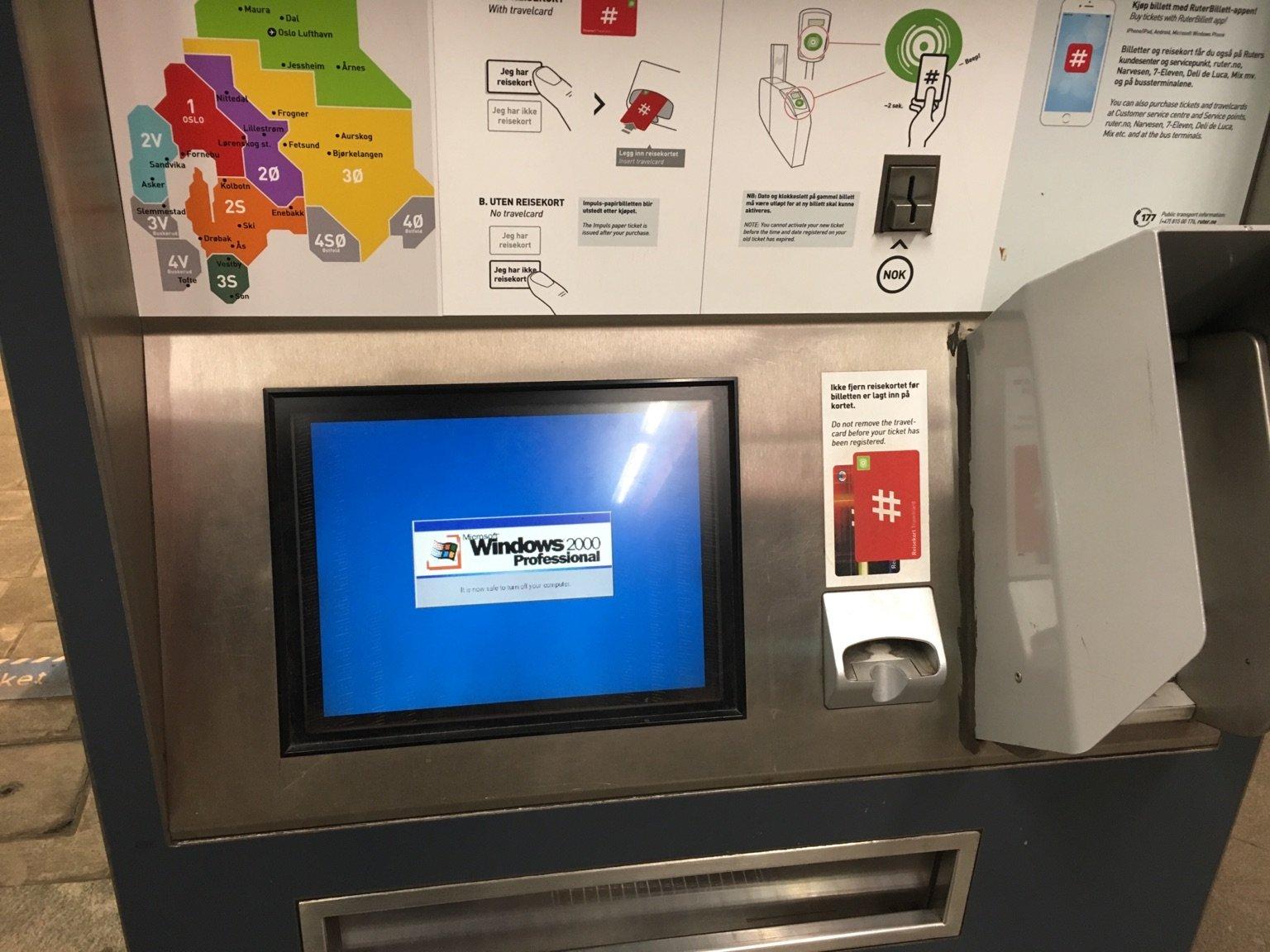 [Bilde av Ruters billettautomat med Windows 2000-feilmelding]